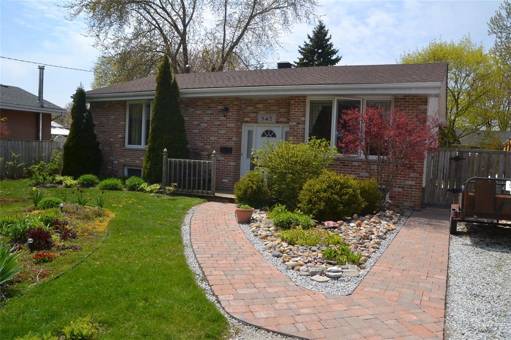 945 HOLLANDS Avenue, Sarnia, Ontario, Canada