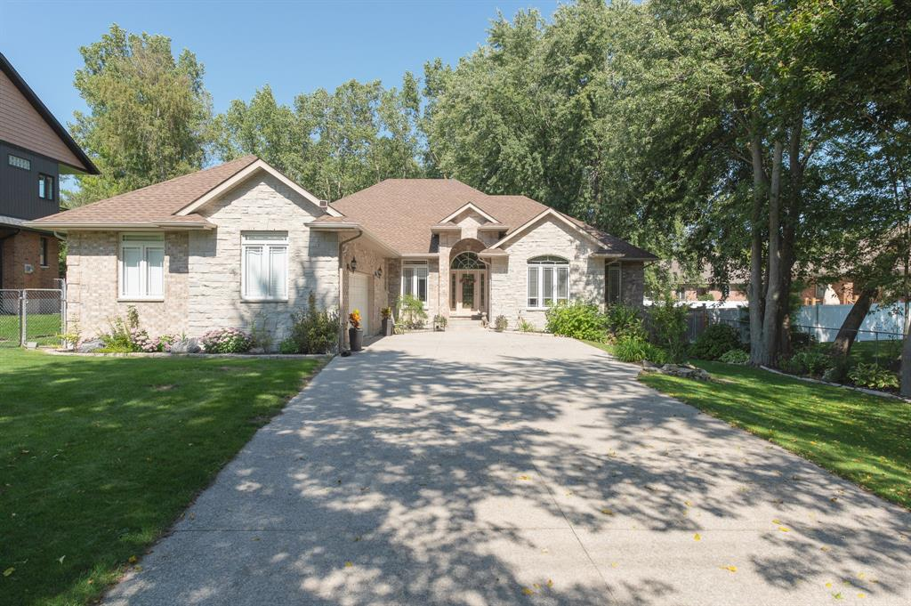 2056 BLACKWELL Road, Sarnia, Ontario, Canada