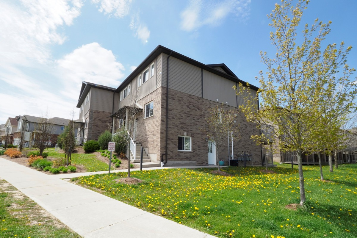 1180 Countrystone Dr #1b, Kitchener Ontario, Canada