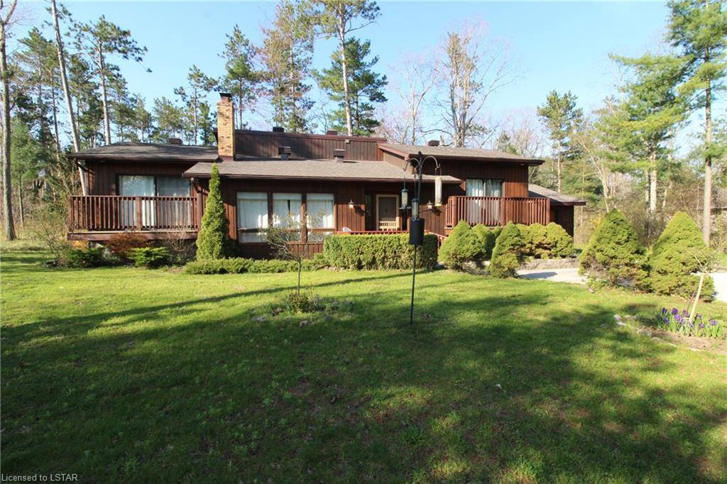 10522 Pinetree Drive, Grand Bend Ontario