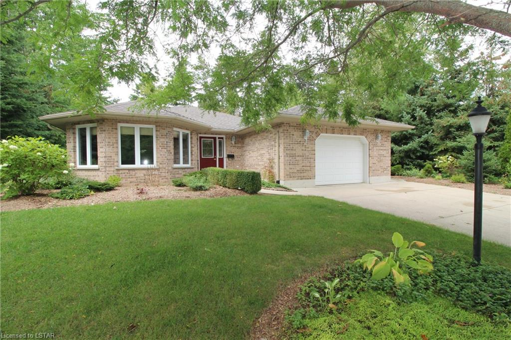 10212 PINEVIEW Crescent, Grand Bend Ontario, Canada