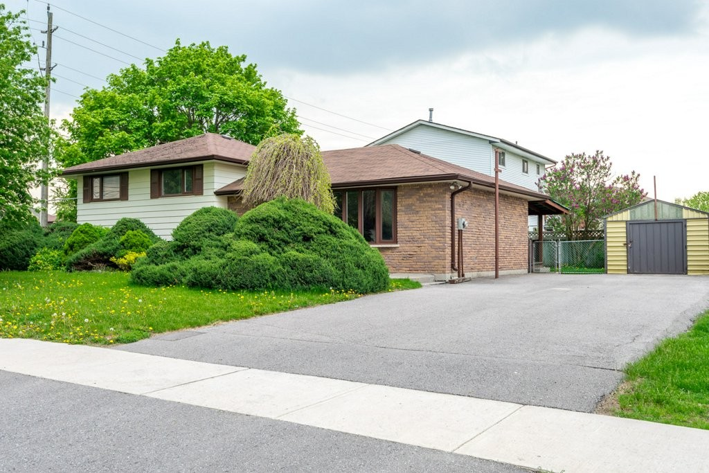 921 SOUTHLAWN DR, Peterborough Ontario, Canada