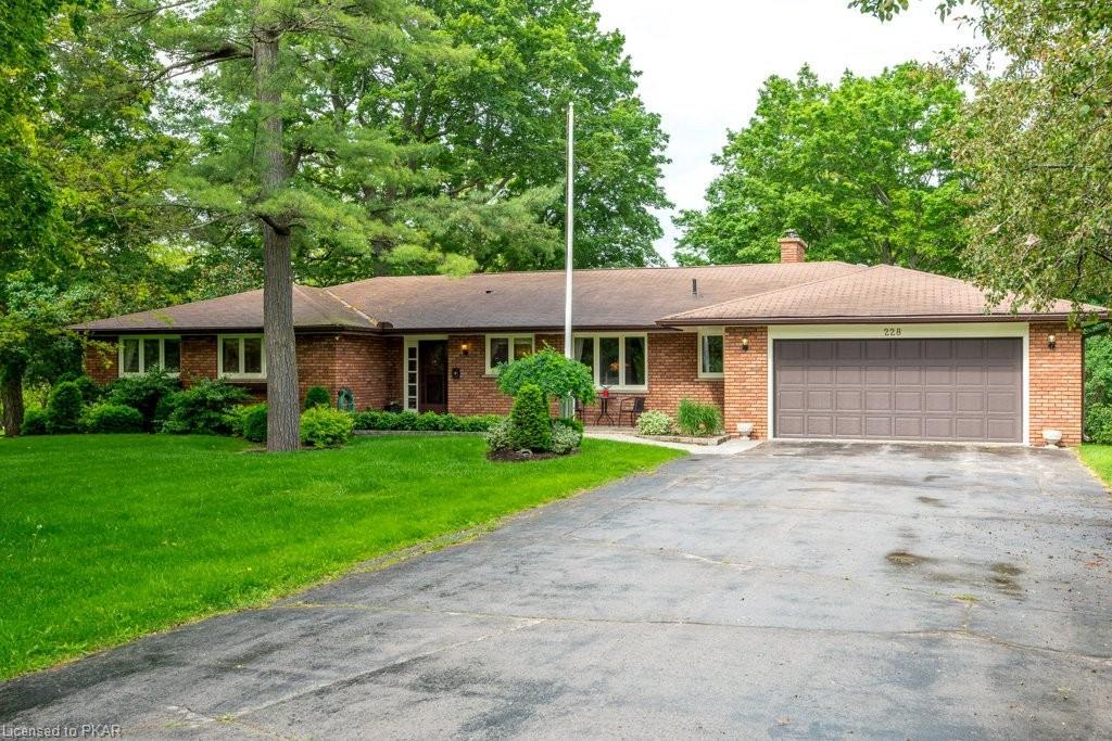 228 QUEEN Street, Lakefield Ontario, Canada