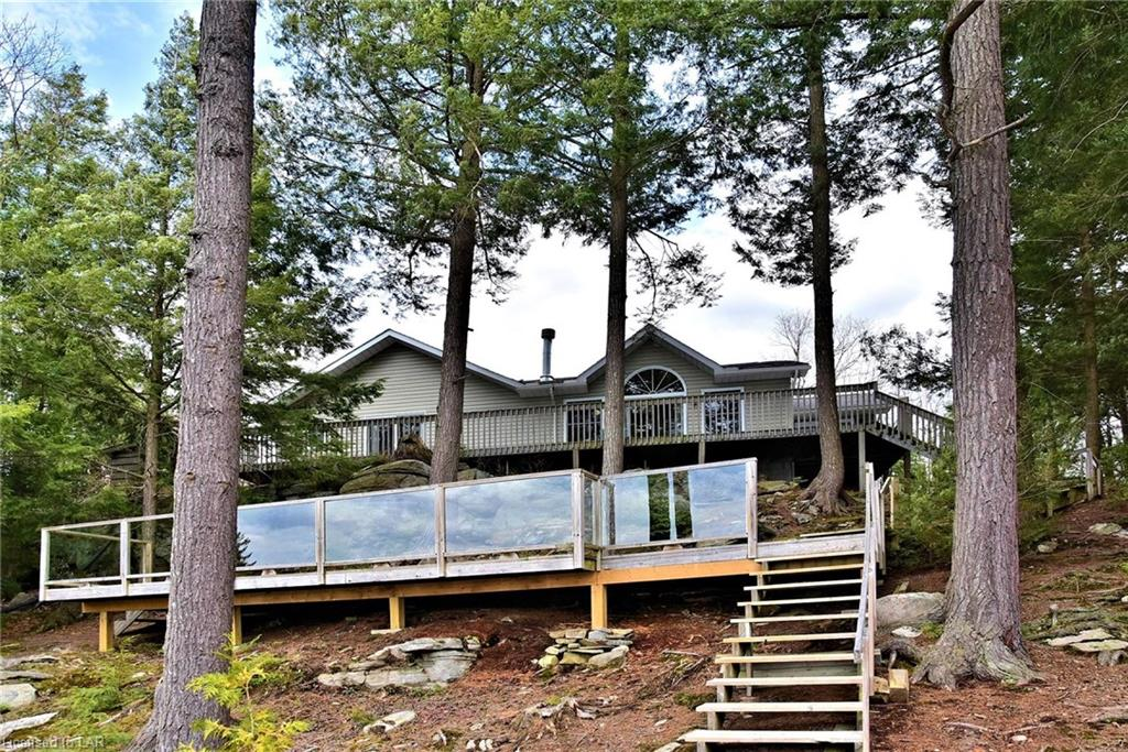 1014 Sunset Court, Haliburton Ontario, Canada