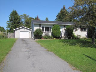 1084 Lincoln Dr, Kingston Ontario, Canada
