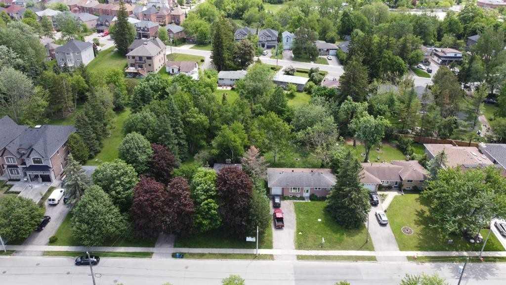 99-105 Douglas Rd, Richmond Hill Ontario, Canada