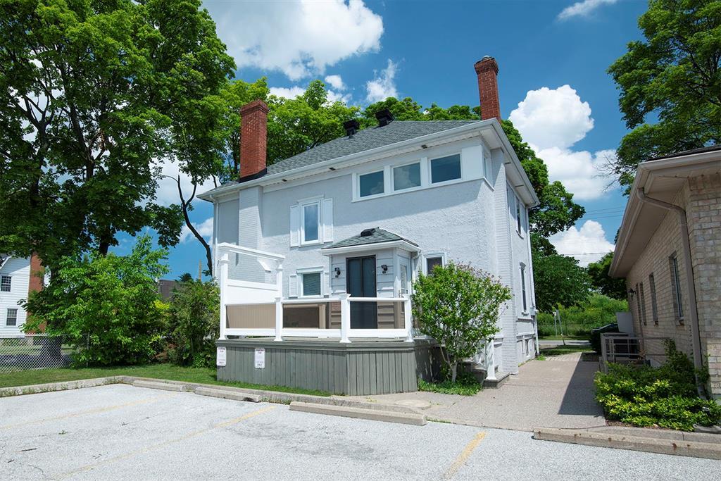225 MITTON Street North, Sarnia Ontario, Canada