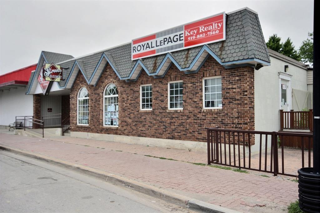 4124 Petrolia Line, Petrolia Ontario, Canada