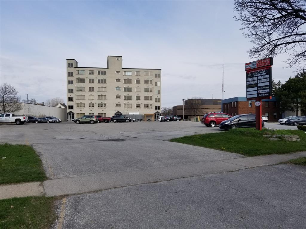 546 CHRISTINA Street North Unit# 404, Sarnia, Ontario, Canada