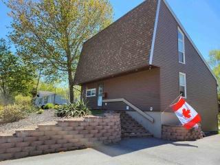 82 Elizabeth Avenue, Bridgewater Nova Scotia, Canada