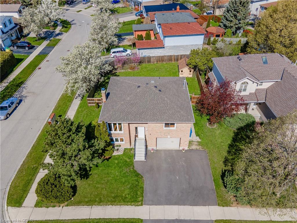 9 PINETREE Drive, Guelph Ontario