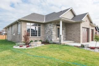 946 Riopelle Dr, Sarnia Ontario