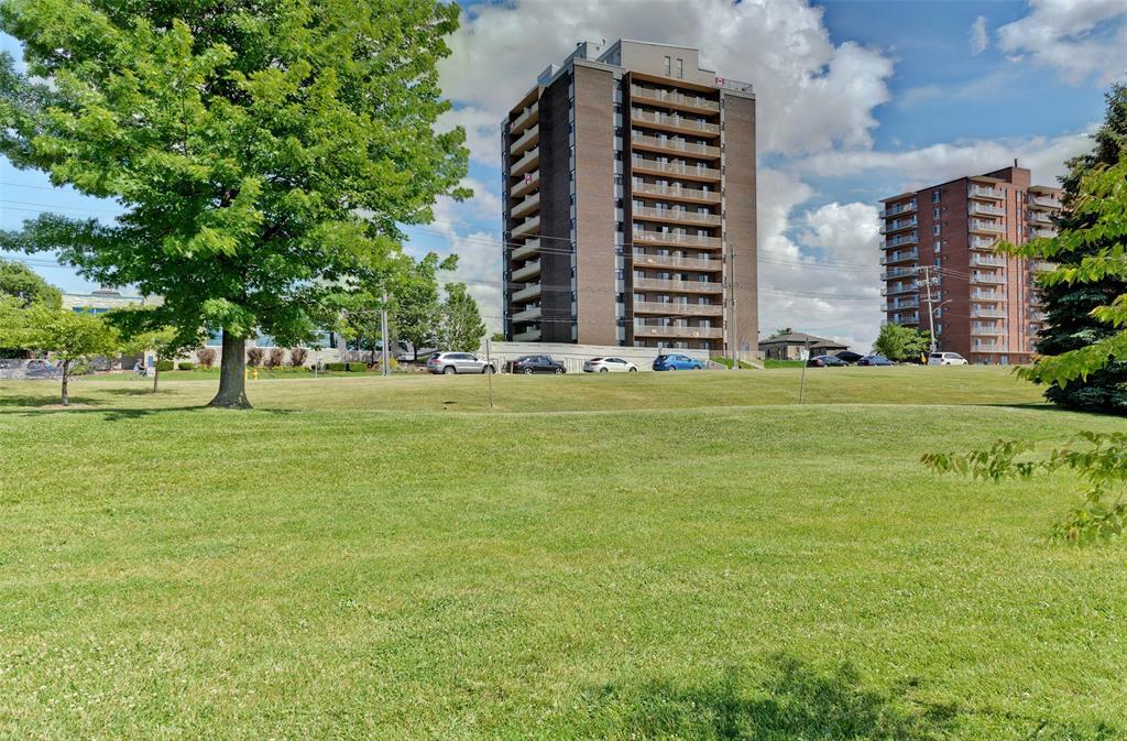 10 DERBY Lane Unit# 301, Sarnia Ontario, Canada