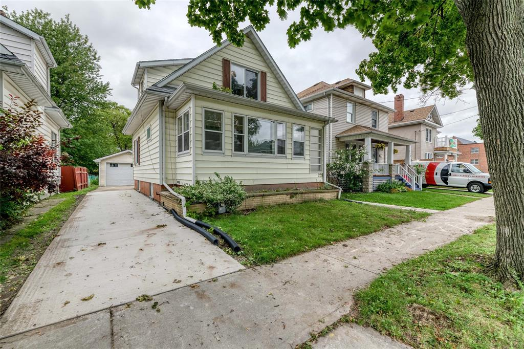 239 HARKNESS Street, Sarnia Ontario, Canada