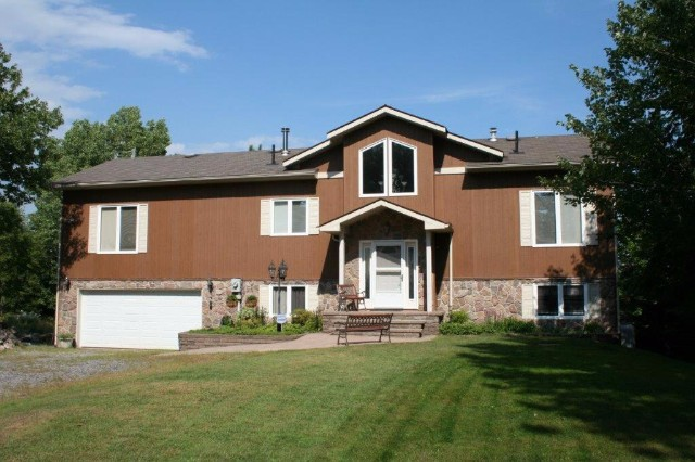 35 A Viceroy Rd, North Bay Ontario