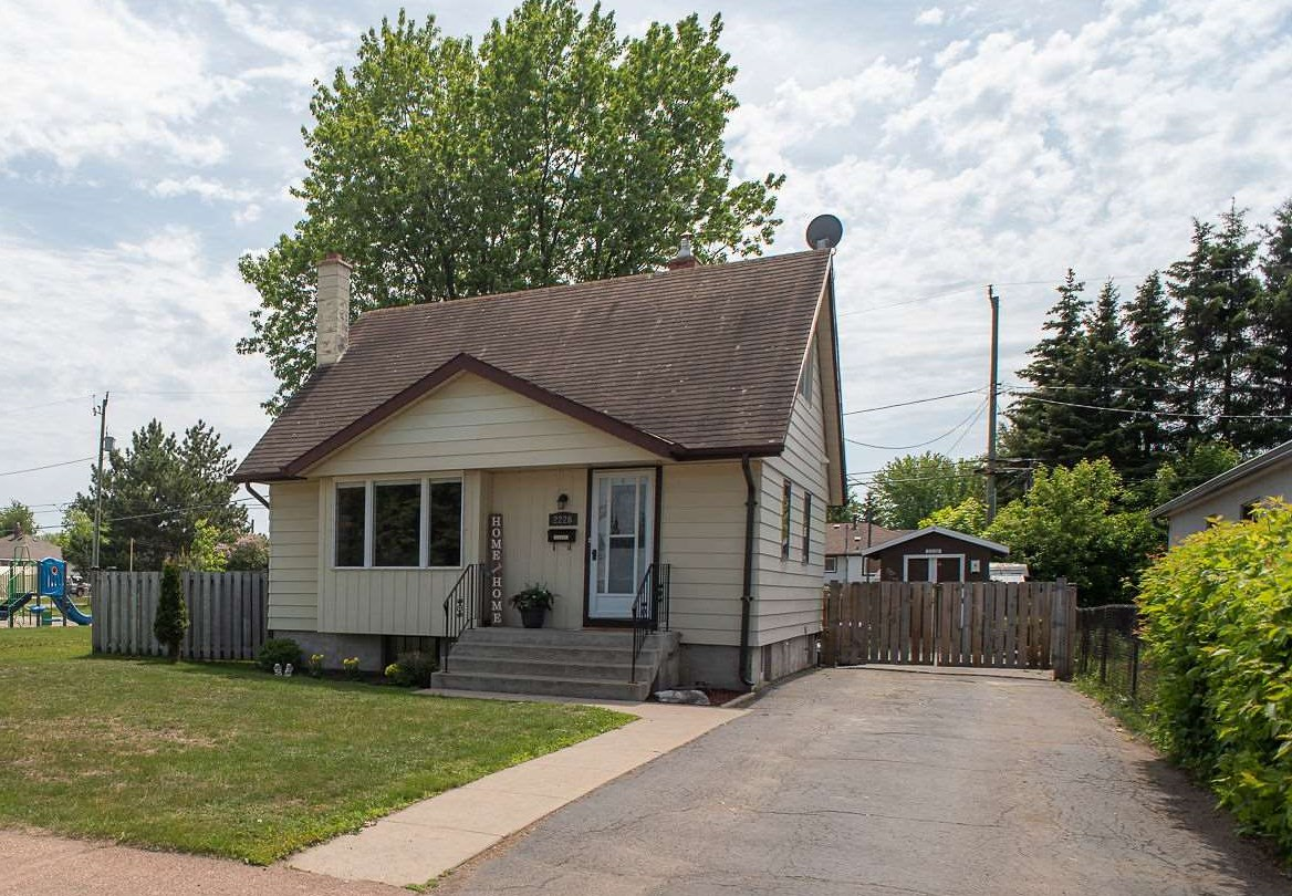 2226 Mcgregor Avenue, Thunder Bay Ontario, Canada