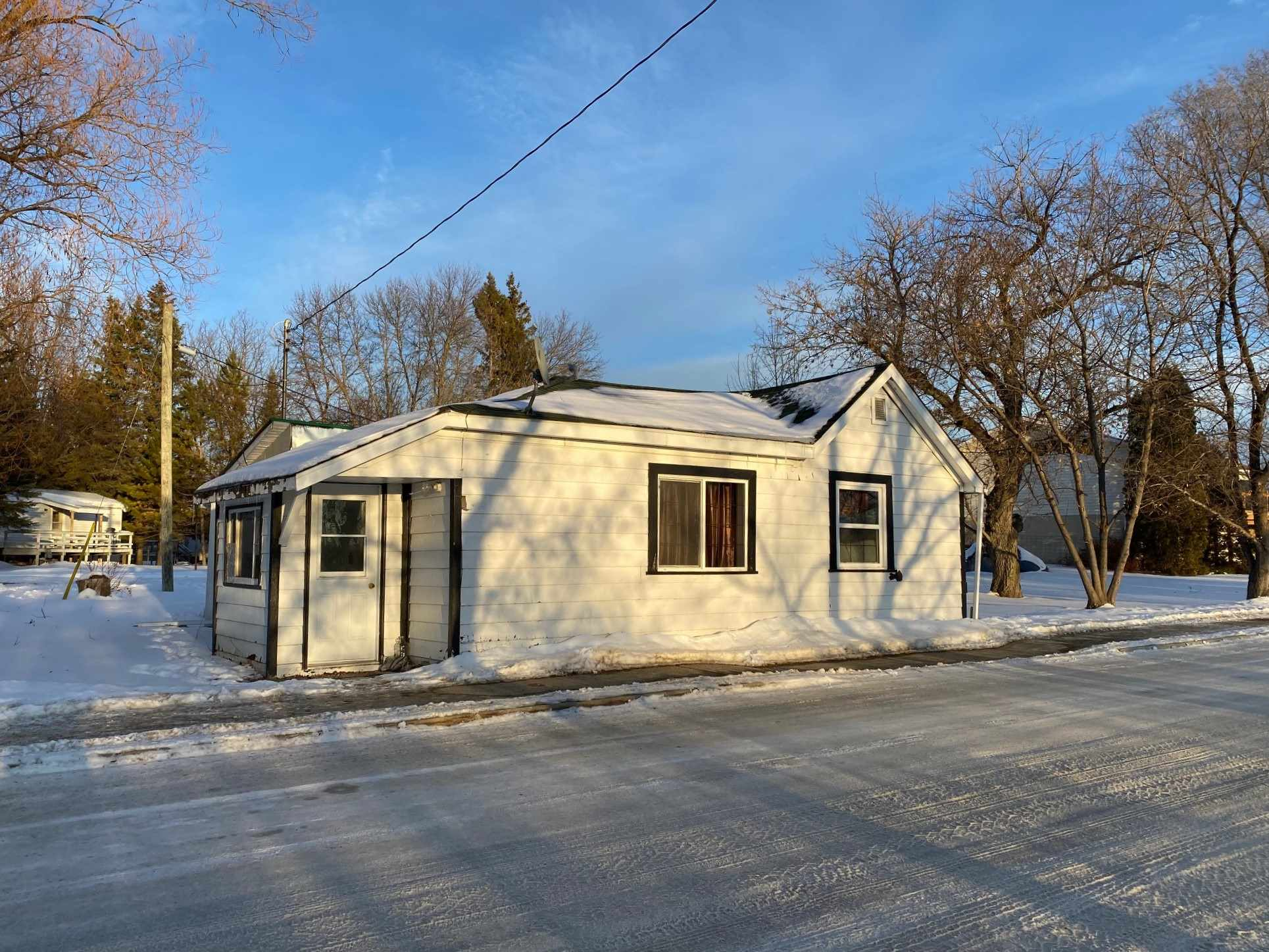 22 Front Street, Emo Ontario, Canada