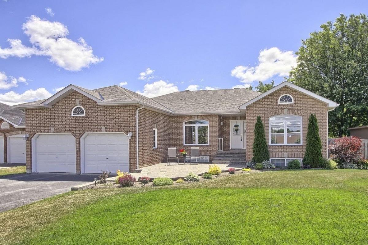 909 Lockhart Rd. , Innisfil Ontario, Canada