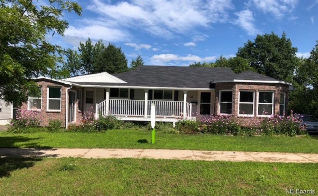 35 Cambridge Crescent, Fredericton New Brunswick, Canada