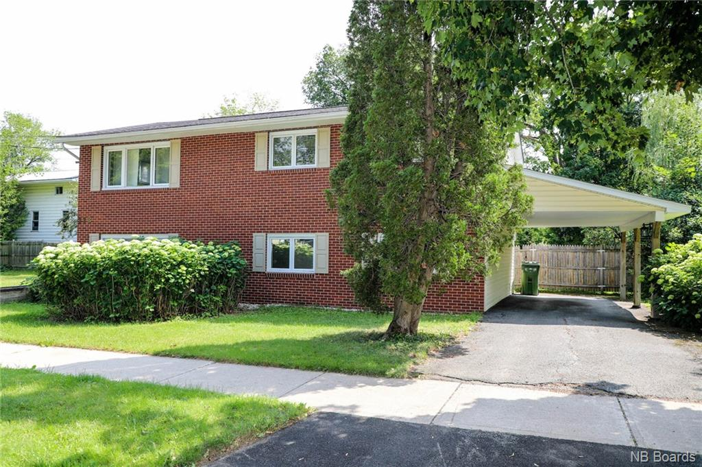 518 Central Court, Fredericton New Brunswick, Canada