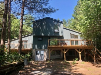 5697 Kennisis Lake Rd, Haliburton Ontario, Canada