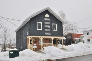 8 WEST Street N Unit# Upper, Huntsville Ontario, Canada