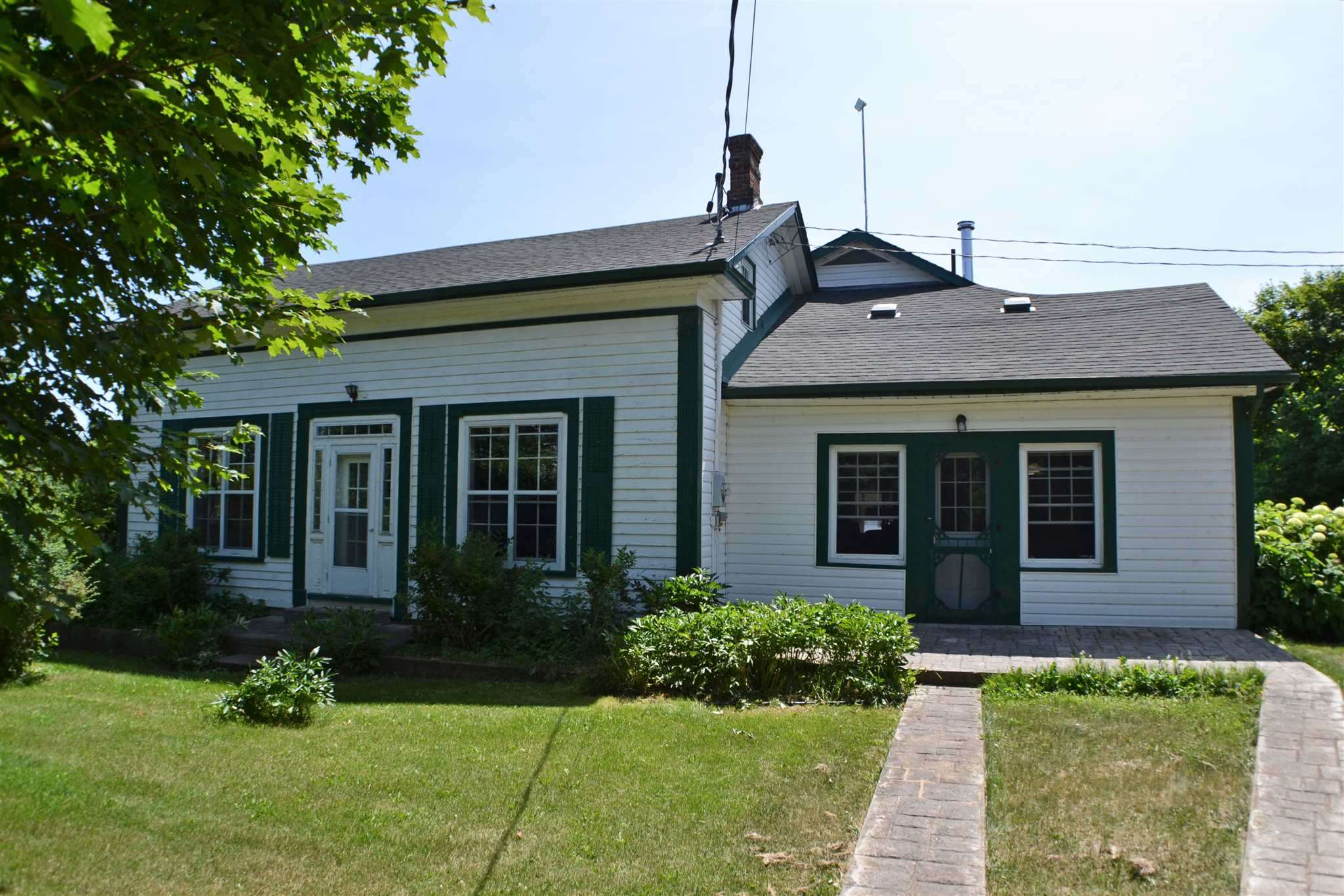 698 Park Road, Yarker Ontario, Canada