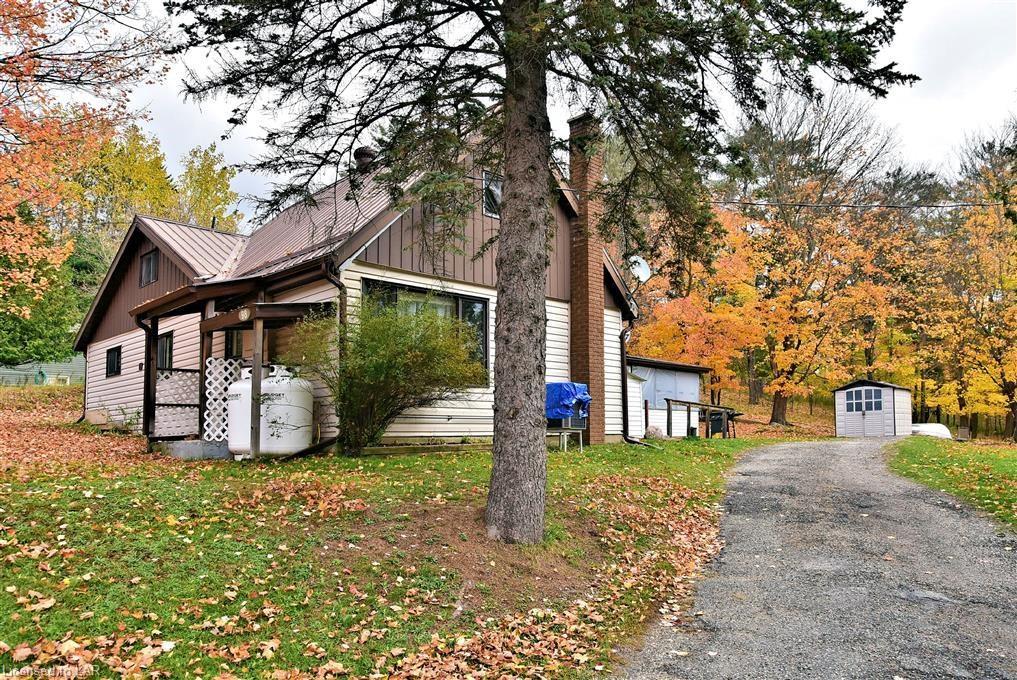 98 Pine Avenue, Haliburton Ontario, Canada