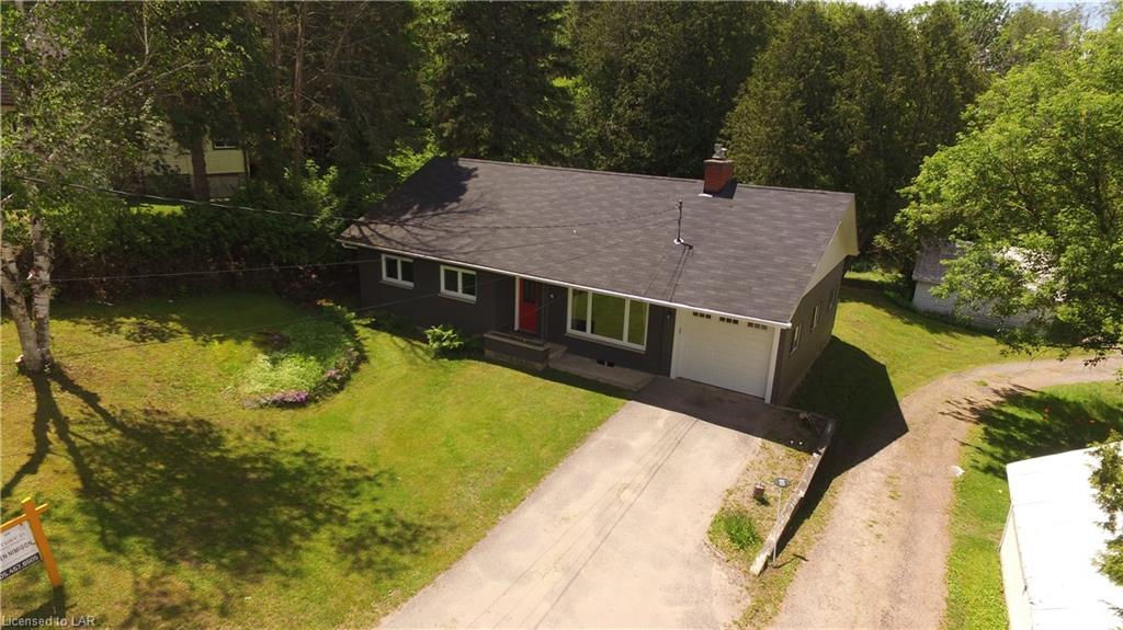 13 LAKE Avenue, Haliburton Ontario, Canada