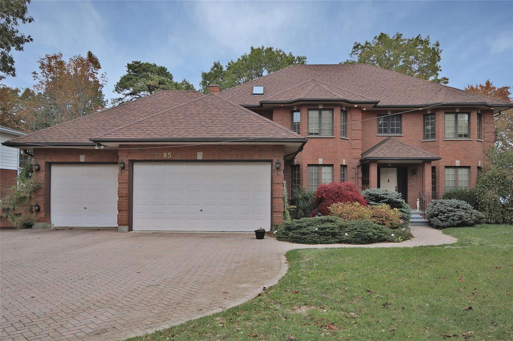 2287 Passingham Drive, Sarnia Ontario, Canada