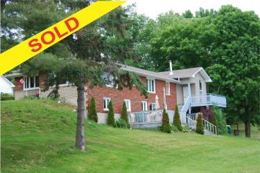 1105 Pioneer Rd, Gooderham Ontario, Canada