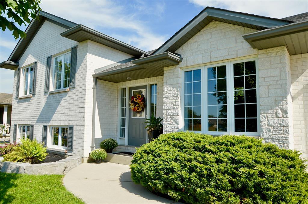 477 SYCAMORE Crescent, Plympton-Wyoming, Ontario, Canada