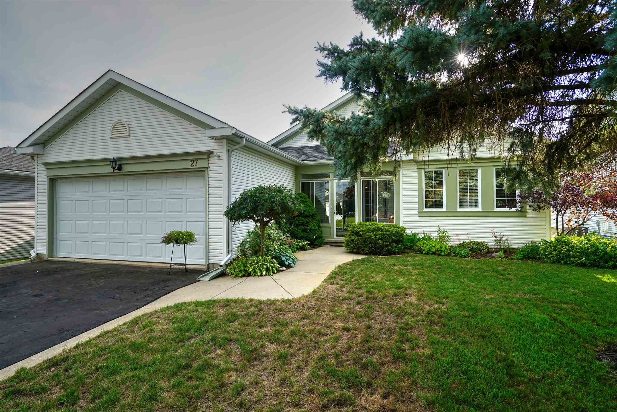 27 Abbey Dawn Drive, Bath Ontario, Canada