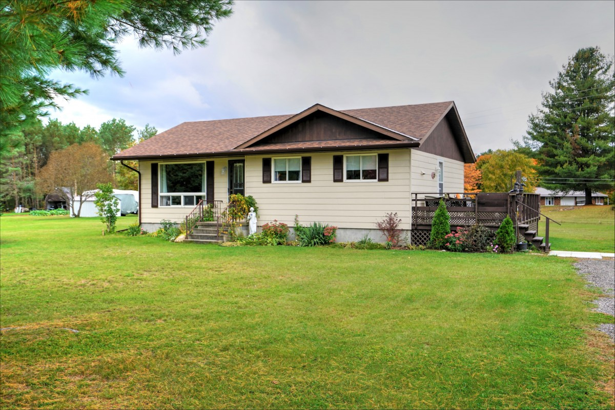 44 Hasler St., Flinton K0k 1p0, Addington Highlands Ontario, Canada