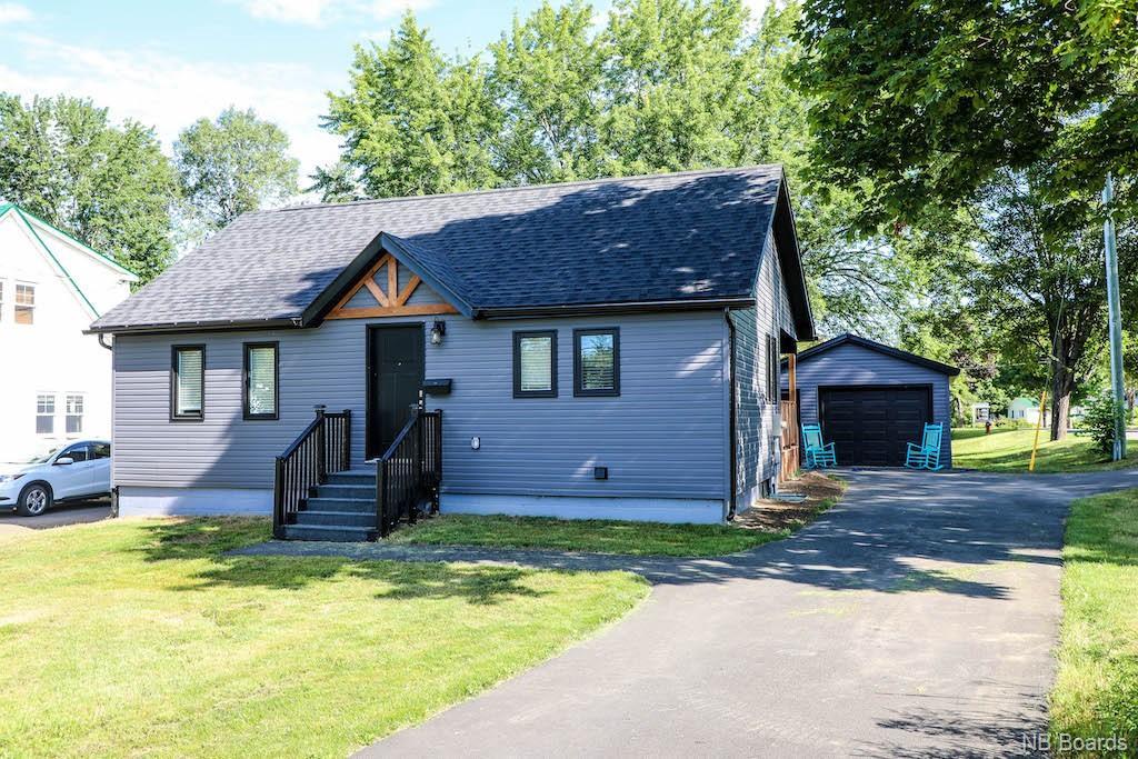 233 Greenwood Drive, Fredericton New Brunswick, Canada