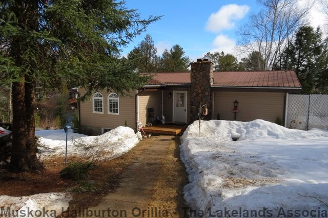1144 GRACE RIVER RD, Wilberforce Ontario, Canada