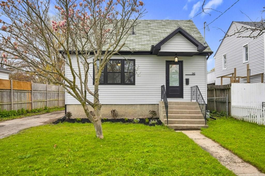 202 Kingscourt Avenue, Kingston Ontario, Canada
